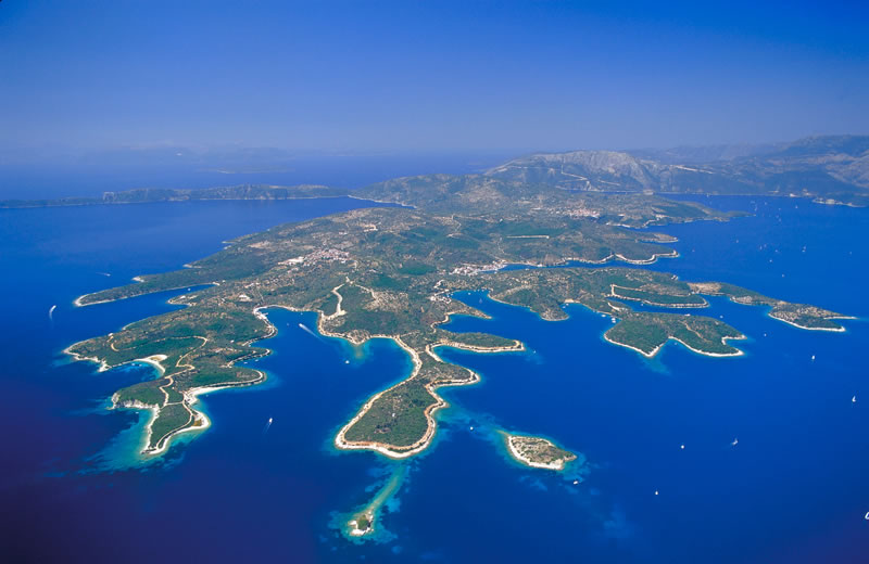 The islands on the east coast of Lefkada